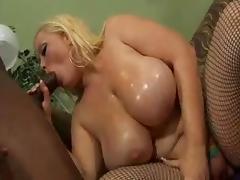 Bunny De La Cruz (White BBW) & Cuntre Pipes (Black)