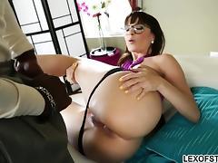 Bootylicious therapist Dana DeArmond pleases massive cock