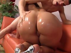 Asstastic Kelly Divine Jiggly Butt