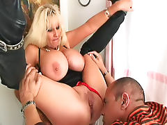 Worshiping milf pussy and ass arouses