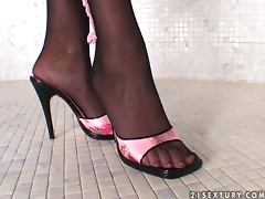 Insanely hot Patricia shows her boobs and feet