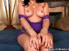 Big ass girl Ava Rose is having fun in POV