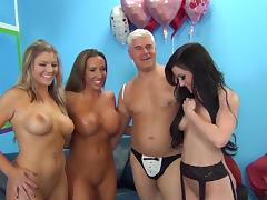 Jennifer White fucks in group action